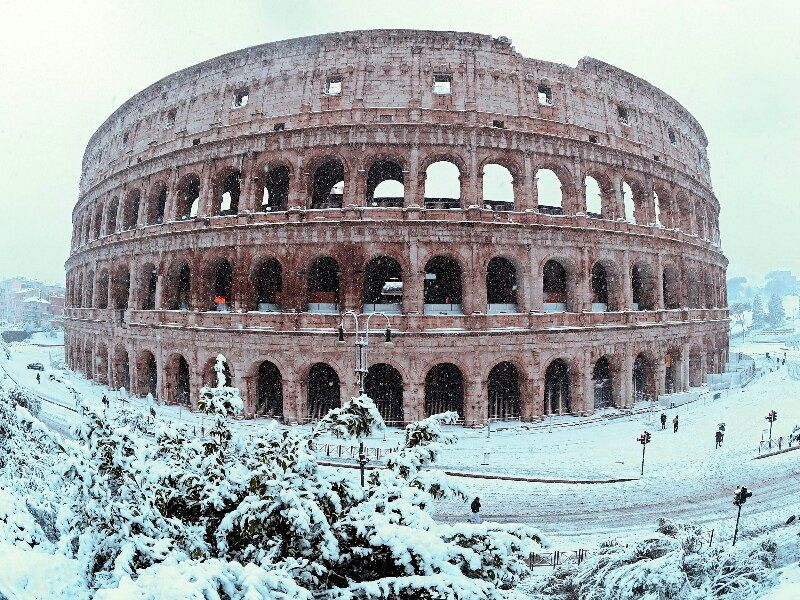 Колізей в снігу