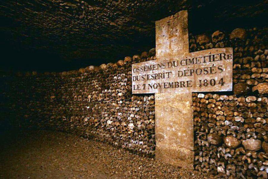 Паризькі катакомби