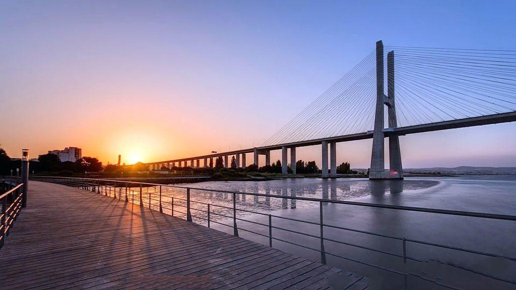 Міст 25 квітня