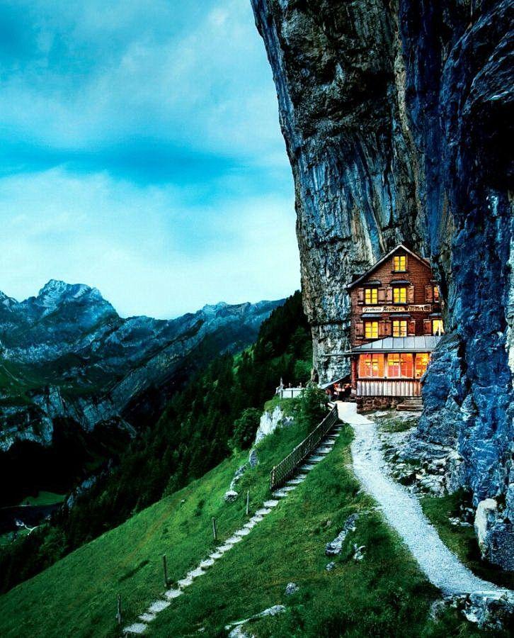 Готель в Альпах