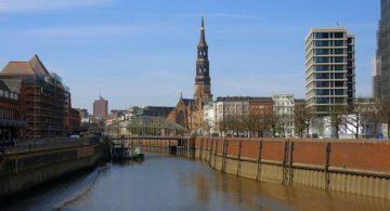 У Гамбурзі пропонують безкоштовно покататися на байдарках