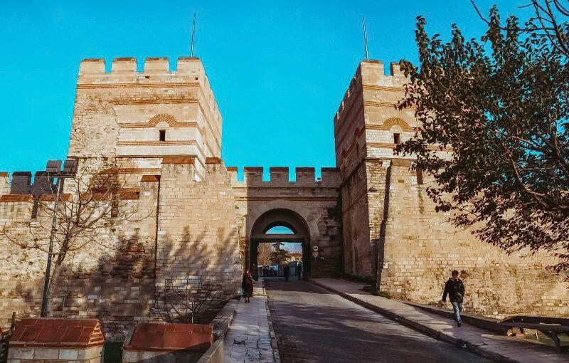 Феодосійські стіни