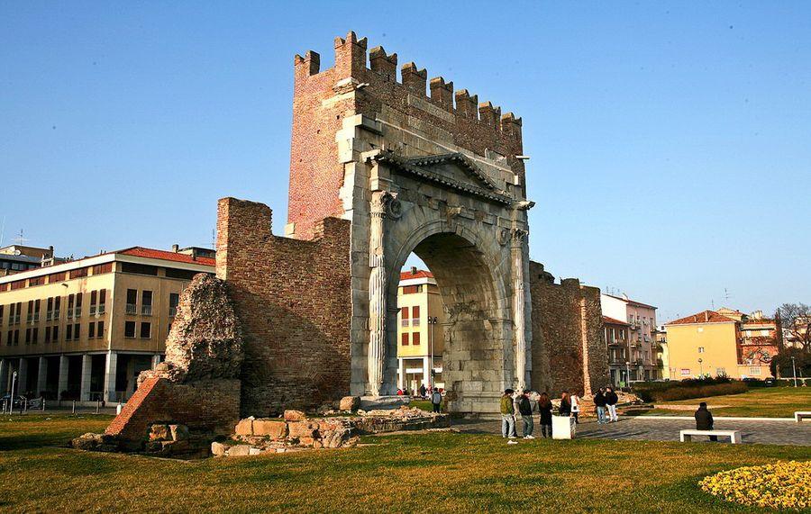 арка імператора Августа