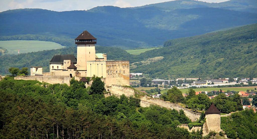 Замок Тренчин