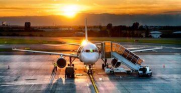 Чому після посадки з літака випускають не відразу?