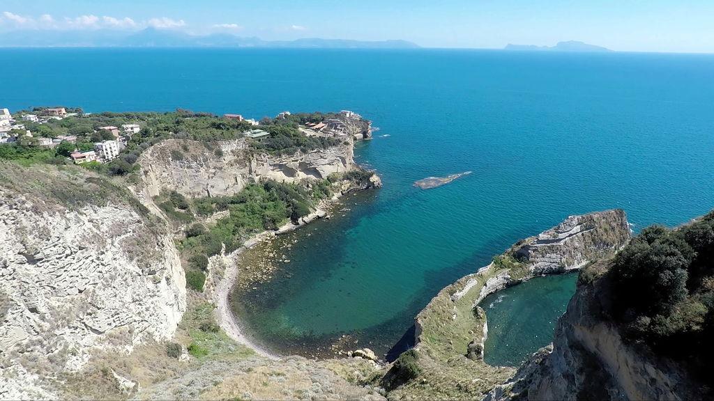 Море Неаполь