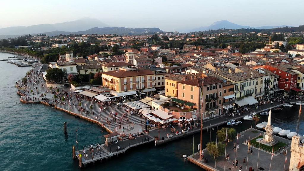 Панорама містечка Сірміоне