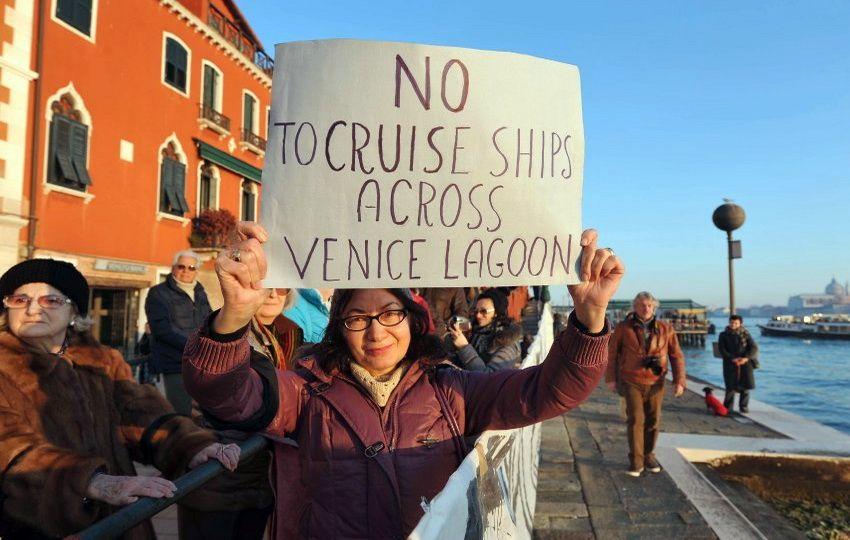 Венеціанці вимагають заборонити круїзні лайнери