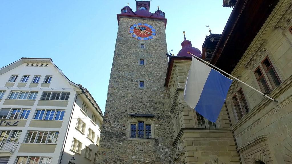Вежа Zyt з годинником