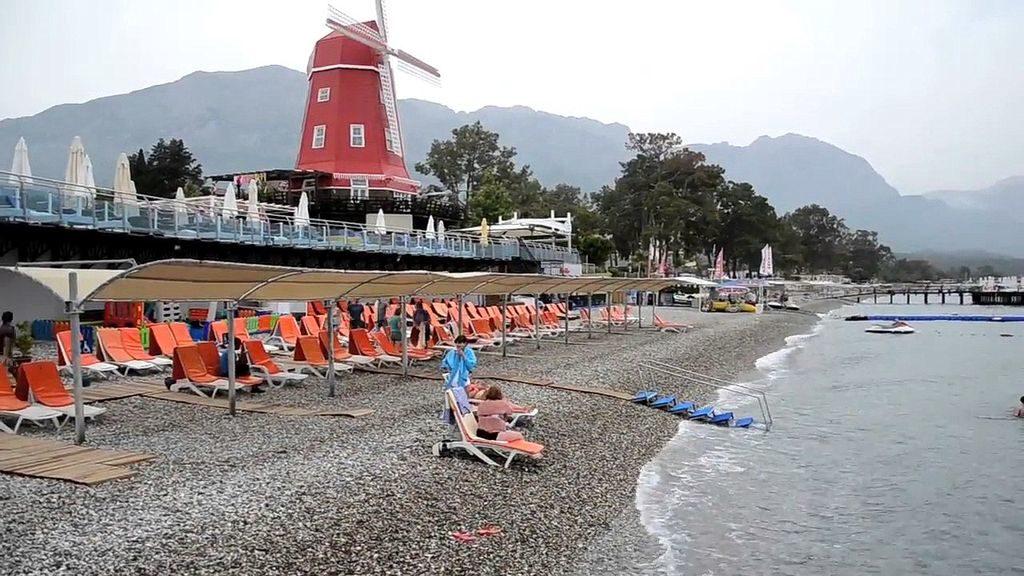 Пляж готелю Orange County Resort Hotel