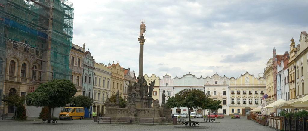 Маріанська колона і ратуша