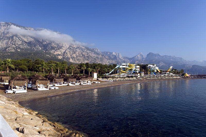 Піщаний пляж готелю Rixos Sungate