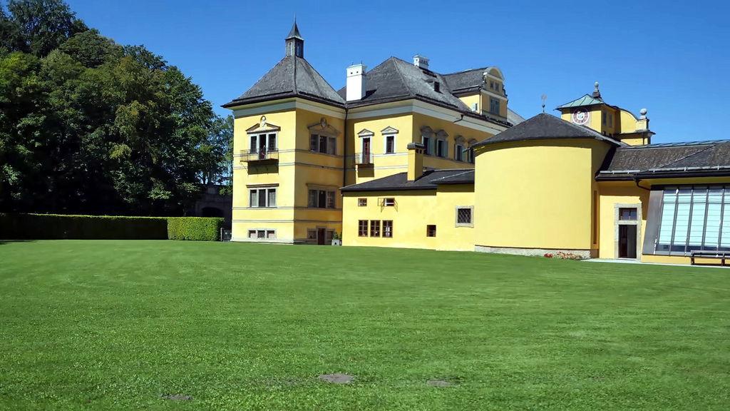 Палацово-парковий комплекс Хельбрунн