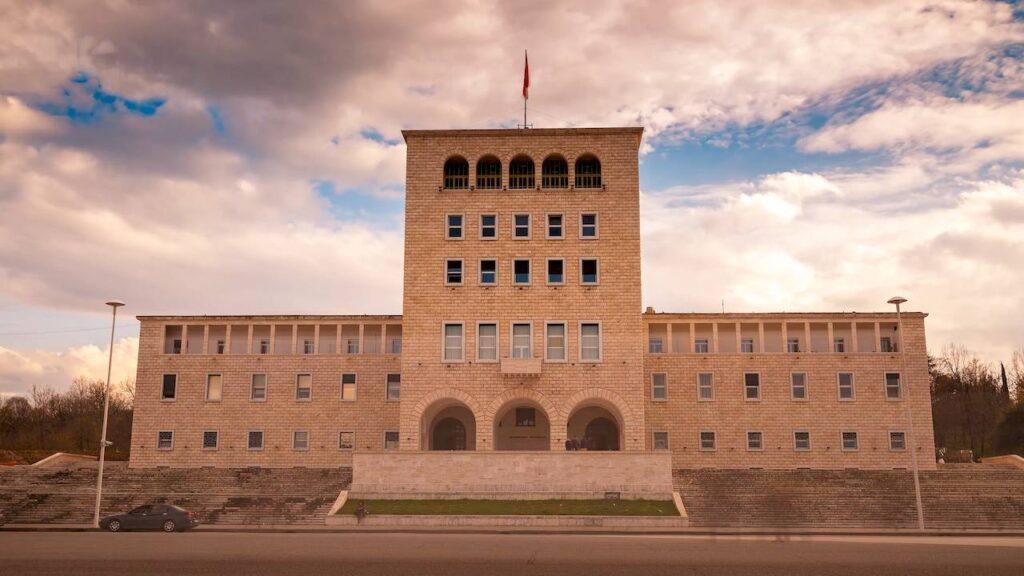 Тиранський університет