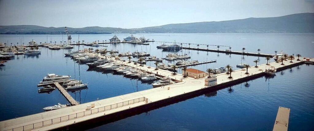 Пристань для яхт в Тіваті