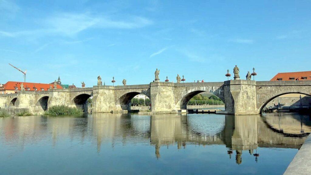 Кам'яний міст у Вюрцбурзі