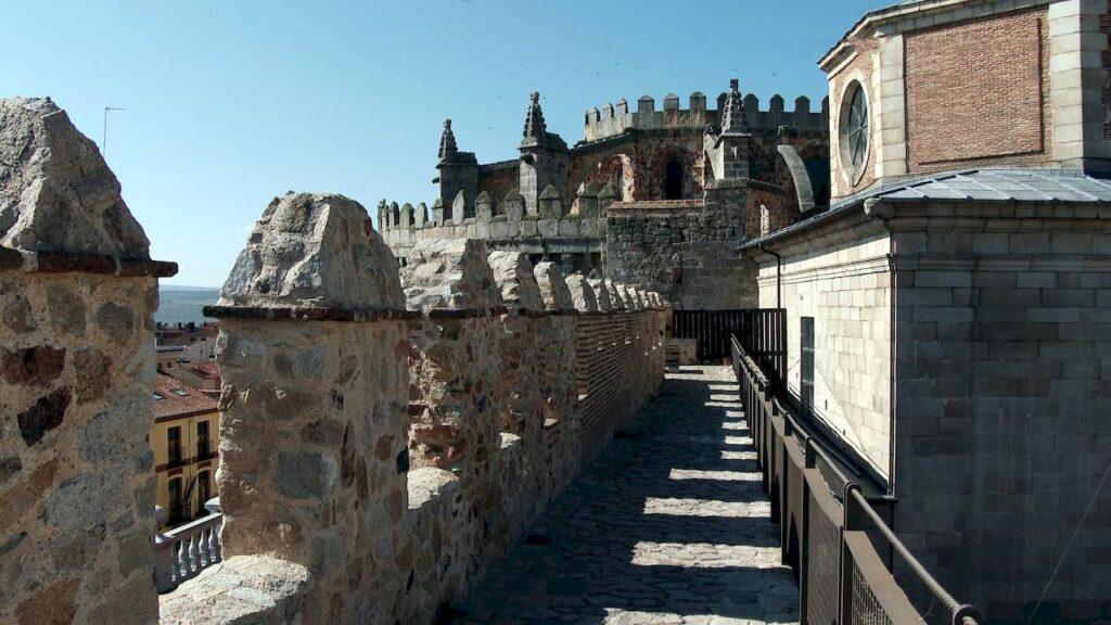 Стіни Авіли