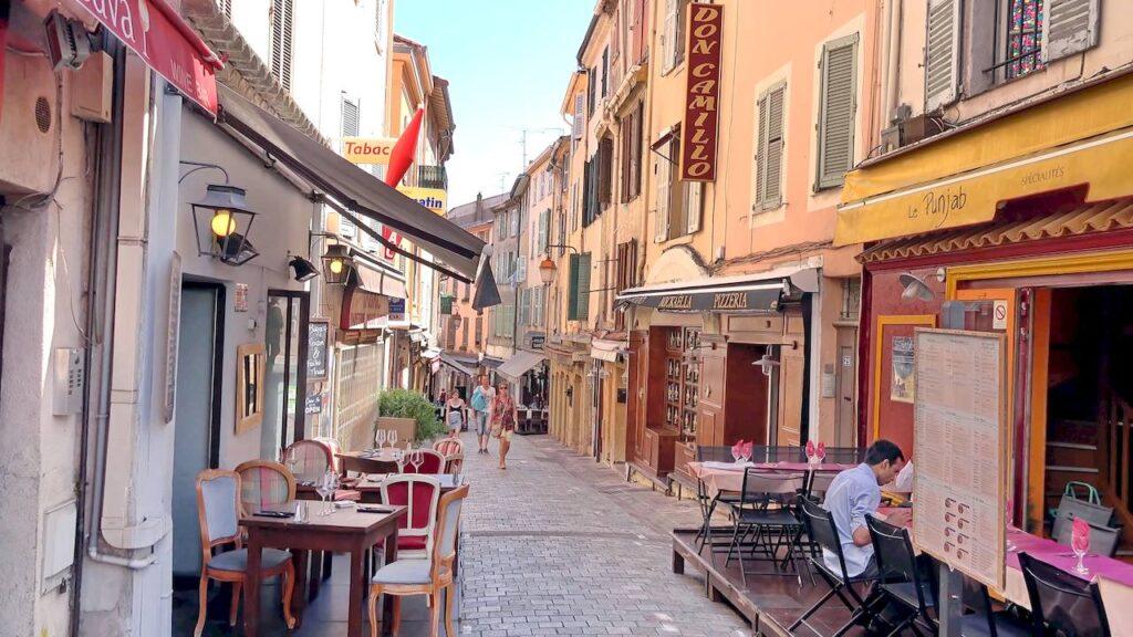 Старі вулички в Каннах