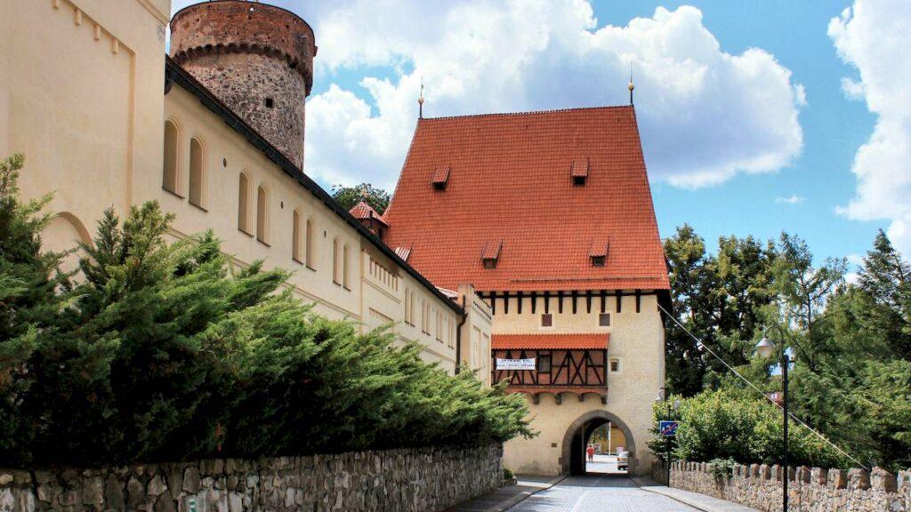 Замок Котнов і Бехиньскі ворота