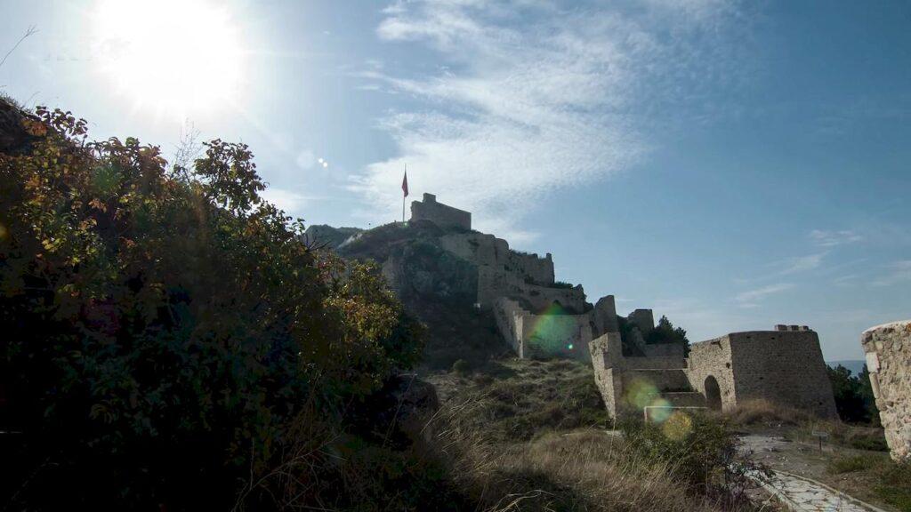 Замок в Амасьє на вершині гори Харшен