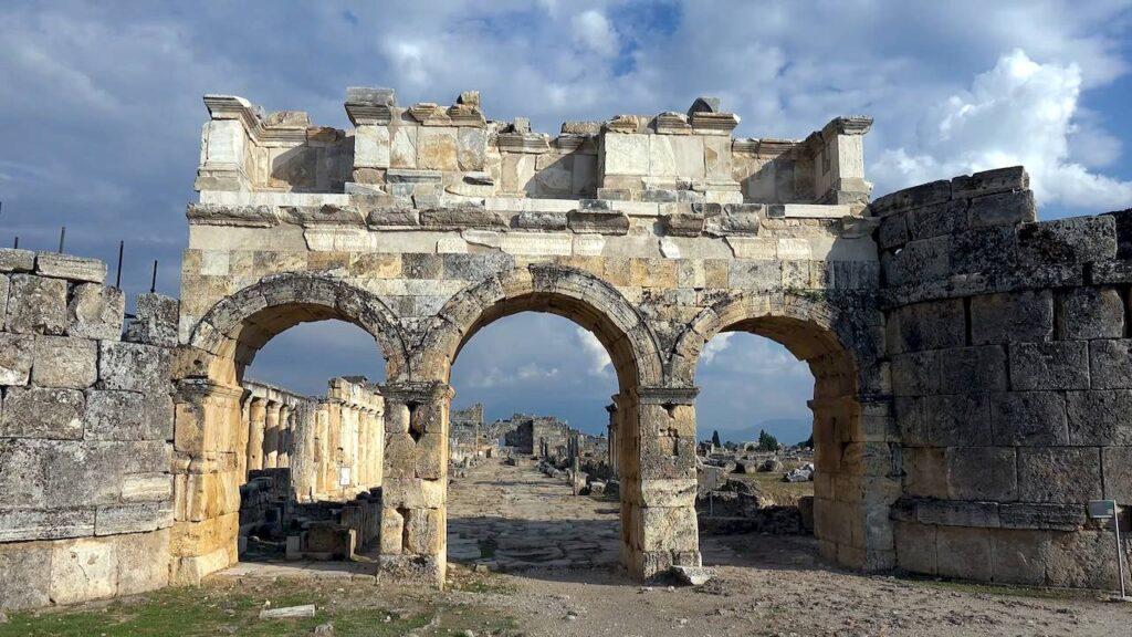 Ієраполіс — ворота Домініціана
