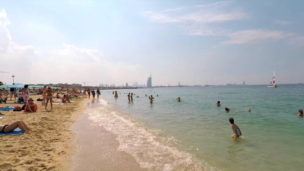 Пляж в Дубаї
