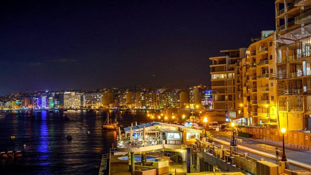 Мальта вночі